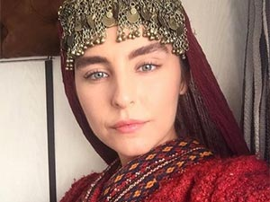 Diriliş Ertuğrul - Beyzanur Mete - Alçiçek
