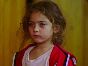 Fazilet Hanım ve Kızları - Ömrüm Nur Çamçakallı - Ömrüm Kimdir?