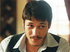 Vatanım Sensinde Ali Kemal Veronika ve Vasilinin Oğlu mu, Gerçek Ailesi Kim?